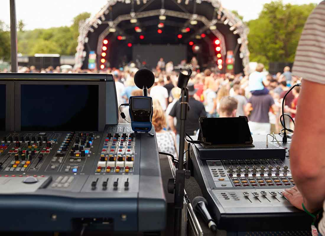 OUTDOOR EVENTS & CONCERTS